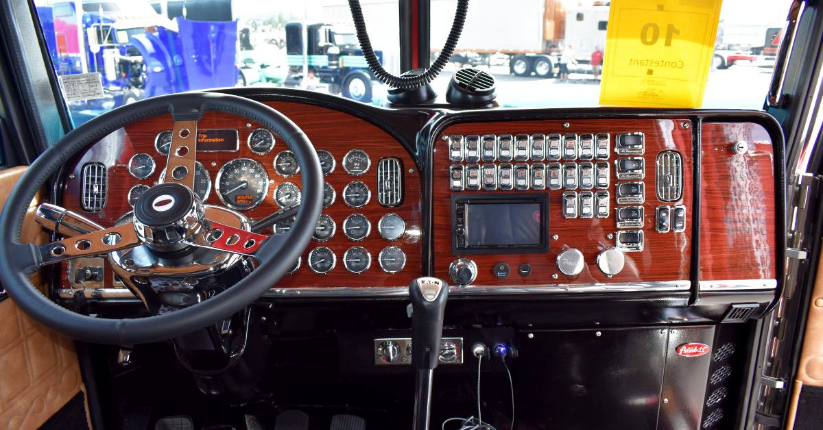 20 Pictures People Never See Of Semi Truck Gauge Clusters