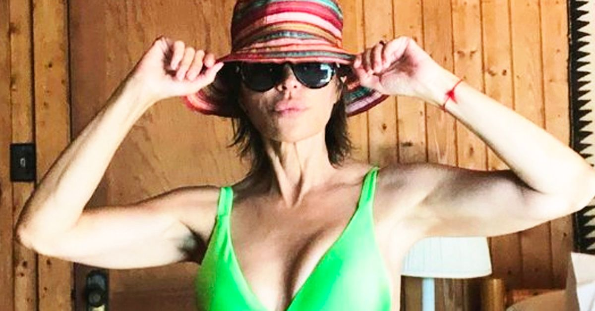 Lisa Rinna's Throwback Dance Video Reveals Her Rock-Hard Abs, And Fans Can't Stop Drooling