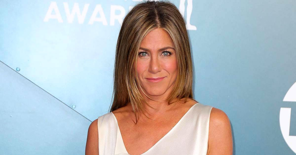 Here's Why Fans Are 'Offended' By Jennifer Aniston's Christmas Ornament